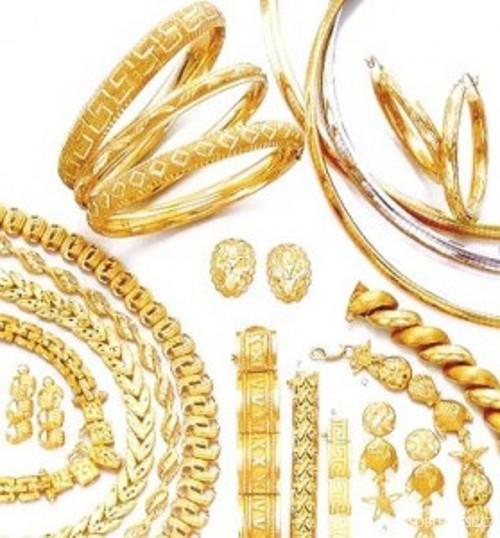 Zlaté šperky jsou elegantní a luxusní — Oblectese.cz 6aa30d834ca