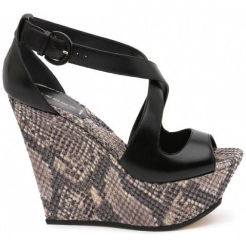 Sandálky 2012 – nebojte se barev a vysokých podpatků!