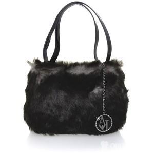 Chlupatá kabelka je na zimu ideální, autor: pret-a-beautecom