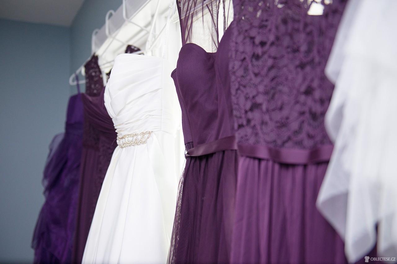 3 módní stylizace na ples + 33 % sleva — Oblectese.cz 96e70df7591